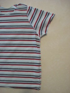 Place the front and back together again and sew the sides of the t-shirt, including the sleeves.