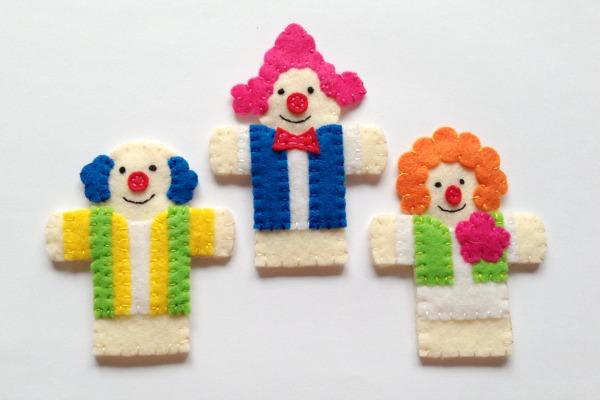 circus finger puppet - clowns horiz