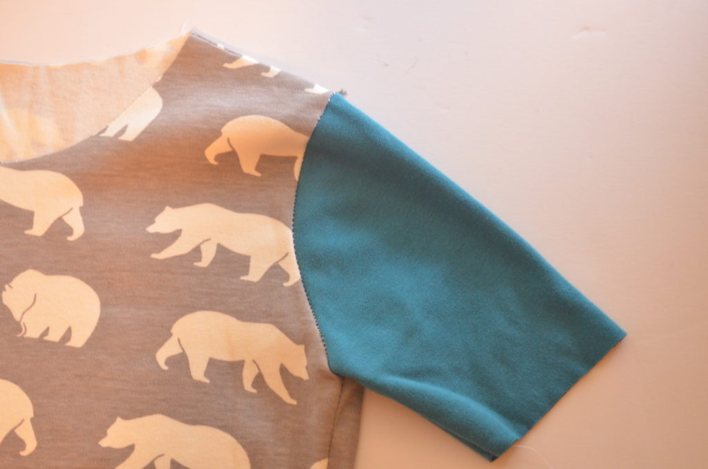 how to make an easy t shirt with pockets on the cutting