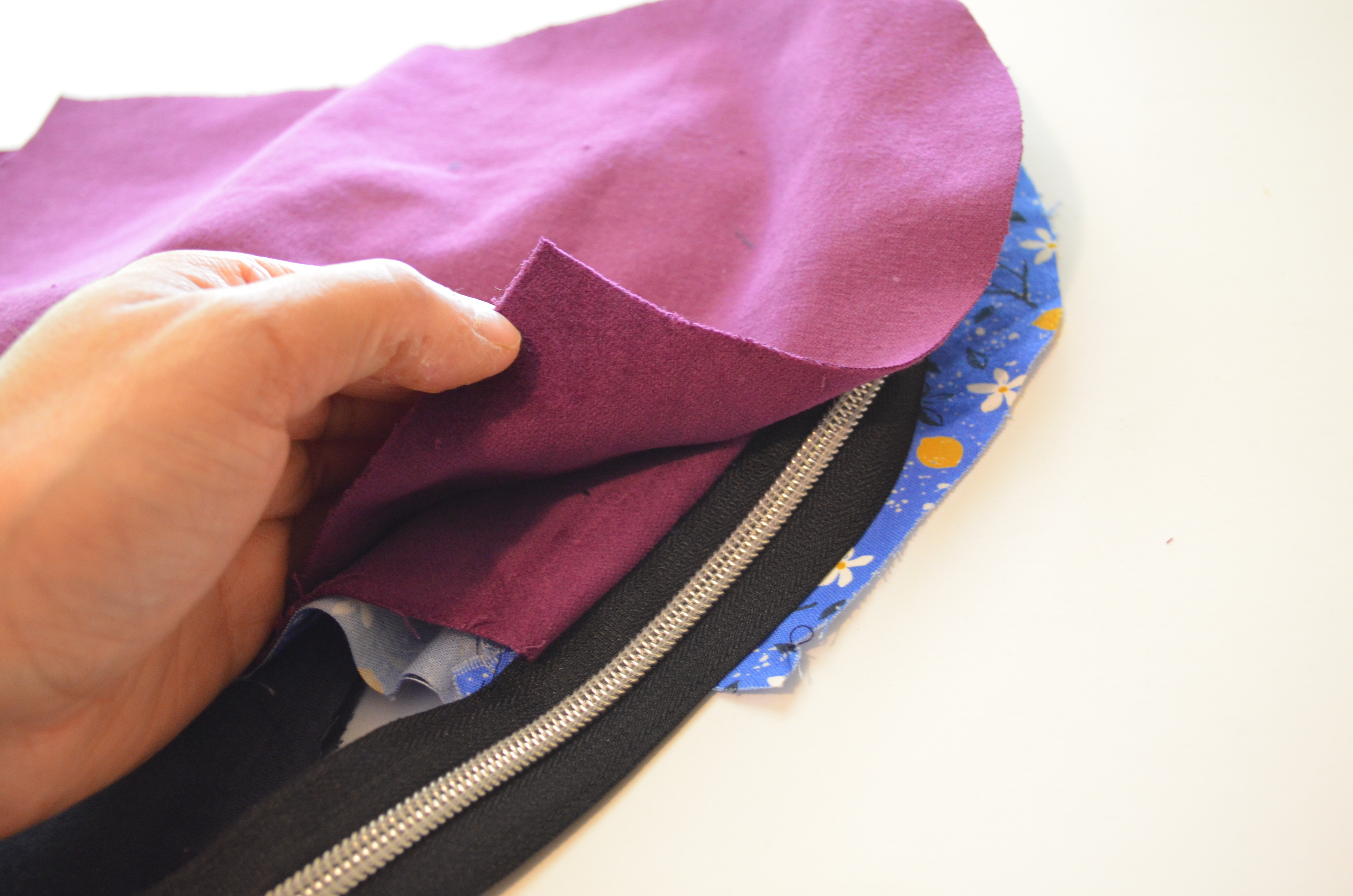 youtube how to make a zippered pouch