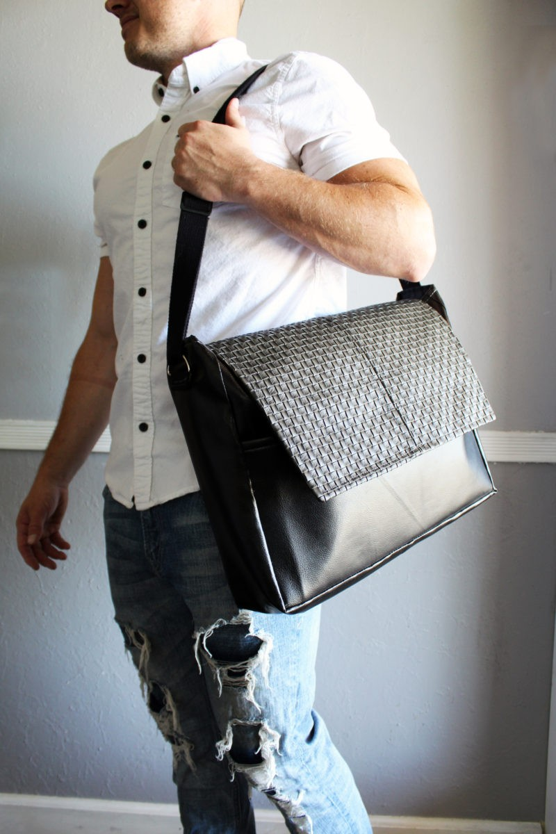 FREE EASY SEWING PATTERN: the Boston Messenger Bag